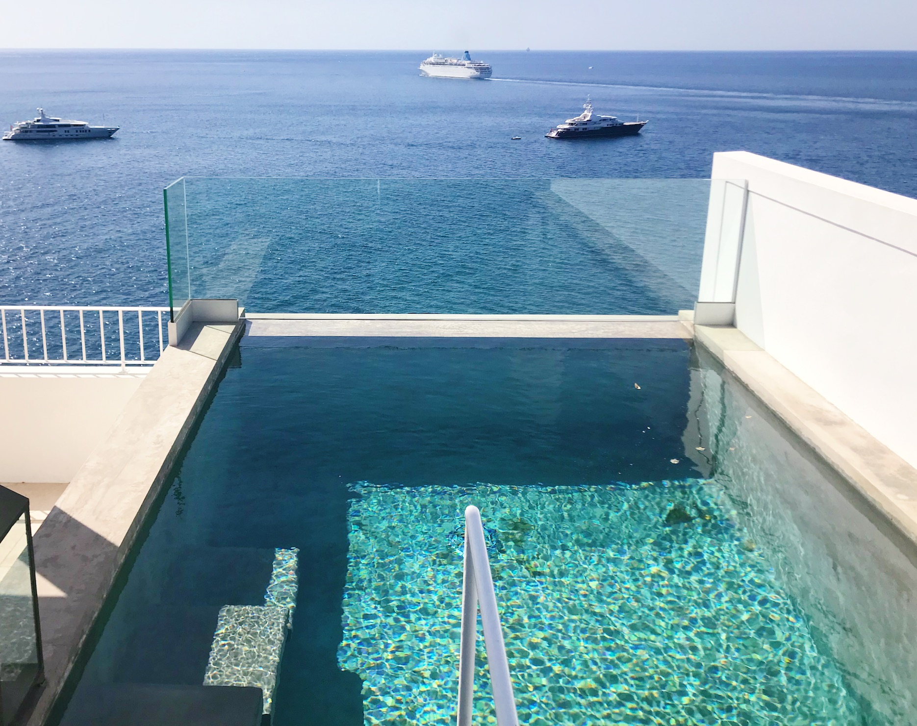 Private infinty pool